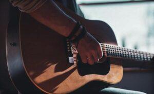 Informasi Perkembangan Alat Musik Gitar